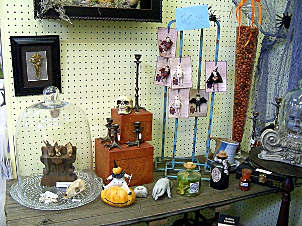THE MAGPIE / THE WITCHES APOTHECARY ~ HALL G 412 | Lakewood 400
